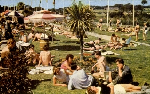 BUTLINS PWLLHELI POOL LAWNS 1