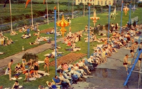 BUTLINS PWLLHELI POOL LAWNS 2